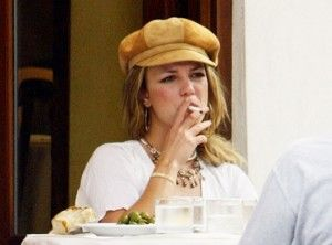 Britney Spears smoke e cigarette