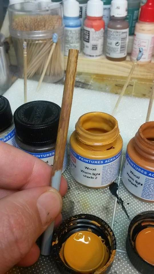 Scale models and dioramas: How to paint to look like wood