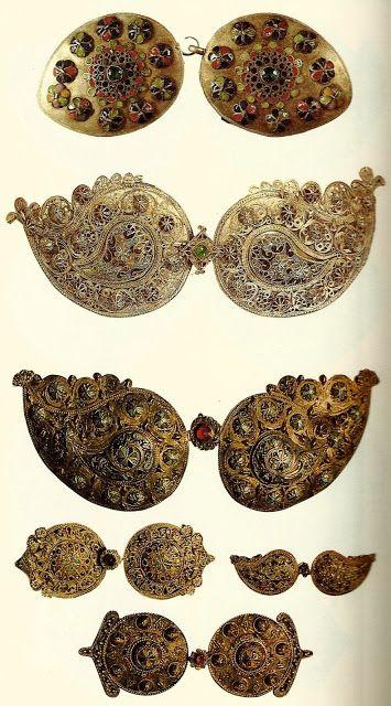 Πούκλες: Οι παραδοσιακές γυναικείες πόρπες της Κύπρου / Poukles: Traditional female buckles of Cyprus