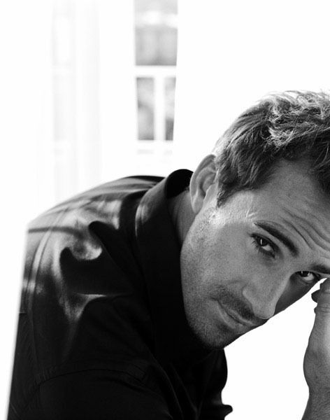 joseph fiennes, such gorgeous eyes on this man.