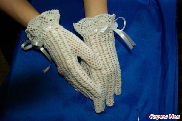 Белые летние перчатки крючком