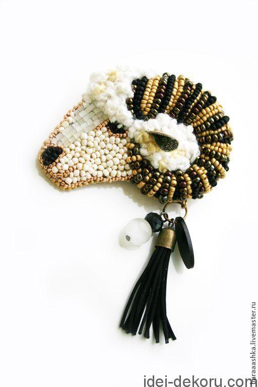 �аг��зка... Читайте також також Розкішна вишивка перлинами та бісером: ідеї для натхнення Простий декор одягу перлинками Декоративні вишиті сердечка 20 фото-ідей Ґудзики з вишивкою Геометрична … Read More
