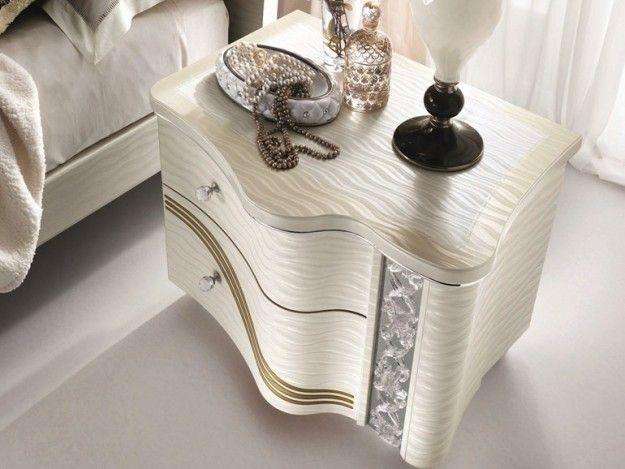Comodino bianco - Comodino con pomelli gioiello per arredare la camera da letto in stile liberty