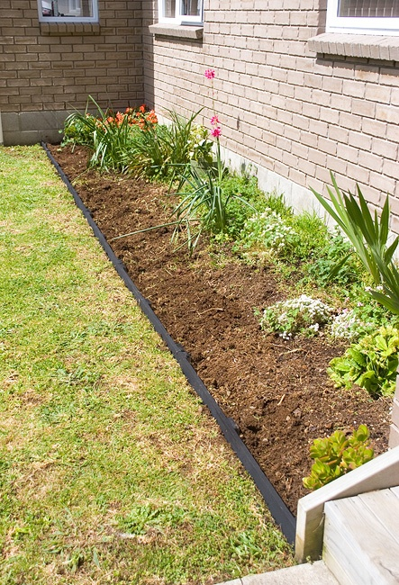 finished flower bed border made from pallets