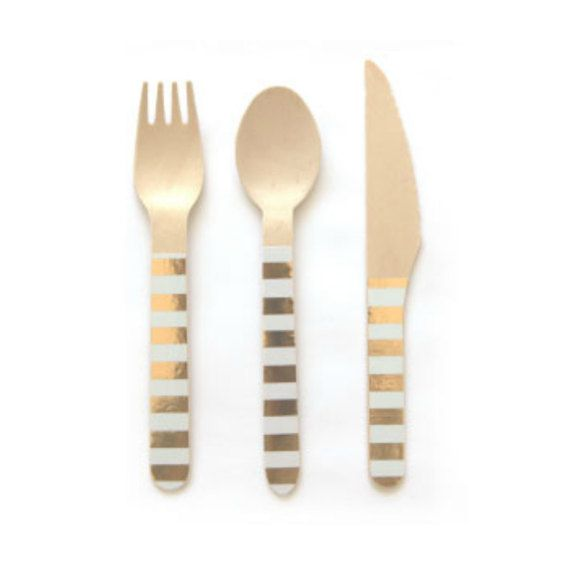 PLEASE NOTE: GOLD AND WHITE STRIPED SPOONS CURRENTLY OUT OF STOCK!  Premium eco-friendly gold and white striped wooden cutlery - in matching sets of knives, forks and spoons. A perfect addition to a birthday table, cocktail party, bbq, picnic or any special occasion. These wooden forks, spoons, and knives are made from biodegradable birchwood with stylish sticker designs (that wont peel or come off.)  These gold and white wooden forks, spoons, and knives measure 6.3 long and come 24 to a…