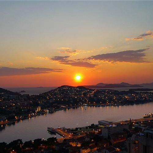 Kroatie. Adembenemende zonsondergangen vind je hier! #zonsondergang #adembenemend #hotel #kroatie https://www.hotelkamerveiling.nl/hotels/kroatie.html