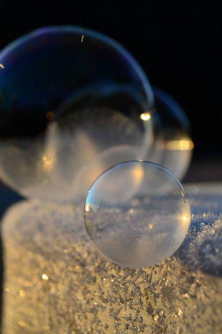 Frozen Bubbles. http://www.mymodernmet.com/profiles/blogs/angela-kelly-frozen-in-a-bubble