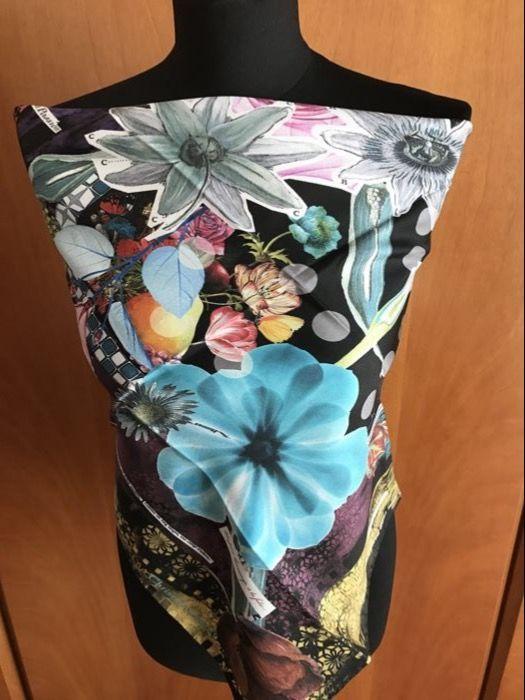 Christian Lacroix - sjaal  Christian Lacroix sjaal/foulard.100% zijde.Gemaakt in Italië.Nooit gebruikt.Afmetingen: 70 x 70 cm.Prachtige kleur gevulde bloemen sjaal.Met label en doos.  EUR 1.00  Meer informatie