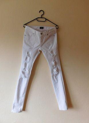 Kup mój przedmiot na #vintedpl http://www.vinted.pl/damska-odziez/rurki/12274204-x-jeans-biale-spodnie-dzinsy-rurki-dziury-36