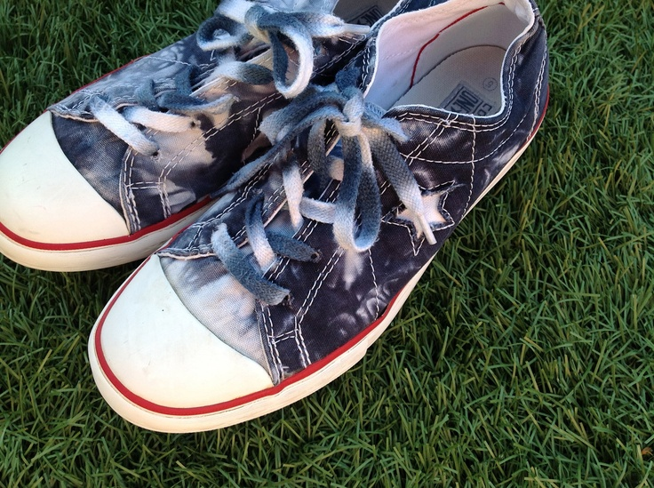 ReD, wHiTe, and BLue Vintage CoNveRsE All Star Low Top Sneakers