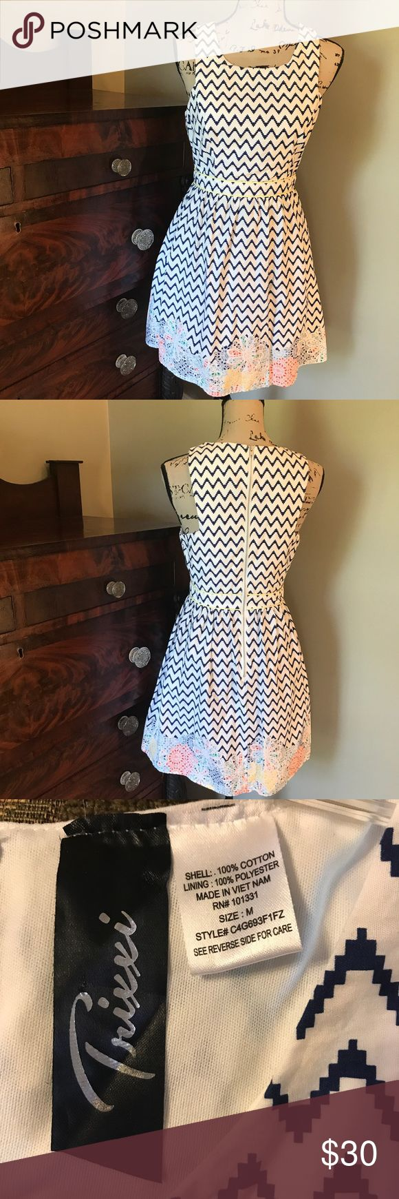 Trixxi Sleeveless White Navy Chevron Dress M This is a super cute dress. Zips in the back. Waistline is very slimming. Whimsical design at the bottom makes the dress. Trixxi Dresses