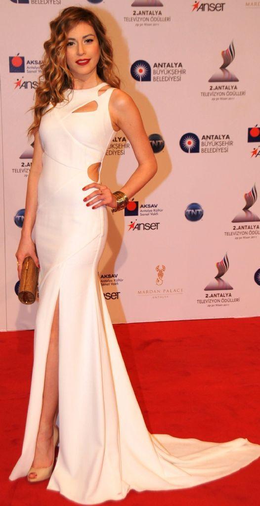 Turkish Actress: sinem kobal -