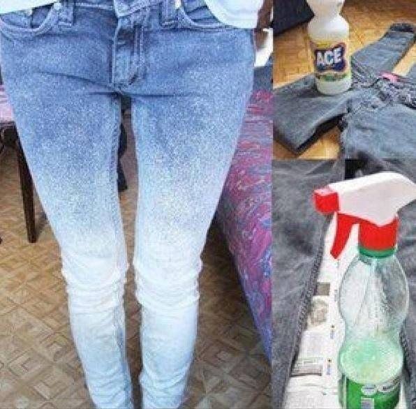 Sabe aquela calça Jeans que você já usou dezenas de vezes porque você ama ela, mas parece que você só tem uma calça jeans. Agora vocês podem customizar a calça jeans, dar um efeito degradê com cloro e água sanitária, é super fácil e não tem muito segredo. Confira passo a passo!