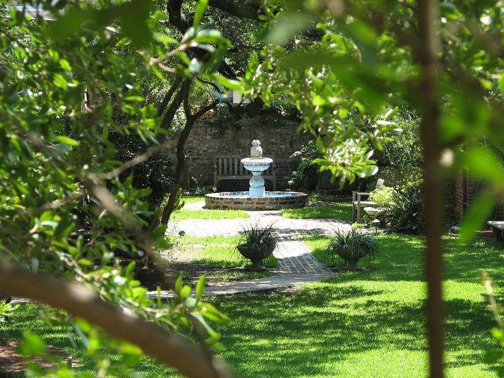 115 best courtyard gardens of charleston and savannah for Beautiful courtyard gardens