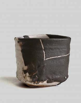 Shiro Tsujimura (Japanese: 1947) - Black oribe style tea bowl