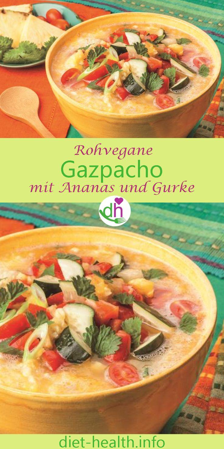 An warmen Frühlingstagen bringt süsslich-pikantes Ananas-Gurken-Gazpacho die erwünschte kalorienarme Erfrischung! Bei einer Gazpacho handelt es sich übrigens um eine südspanische und portugiesische Suppe, die man aus ungekochtem Gemüse herstellt. #Rohkost #rohvegan #plantbased #Gazpacho