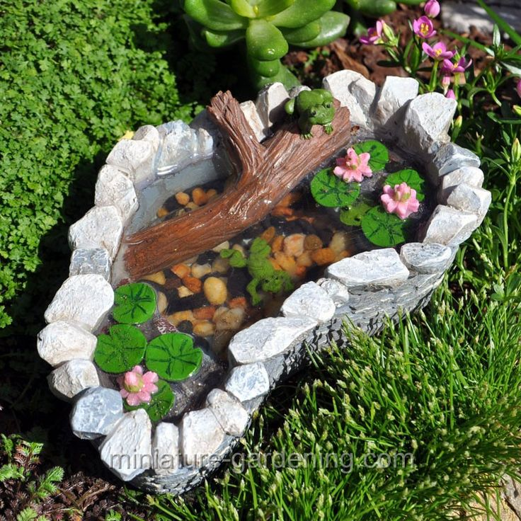 garden animals. Lily Pad Pond With Frogs Garden Animals