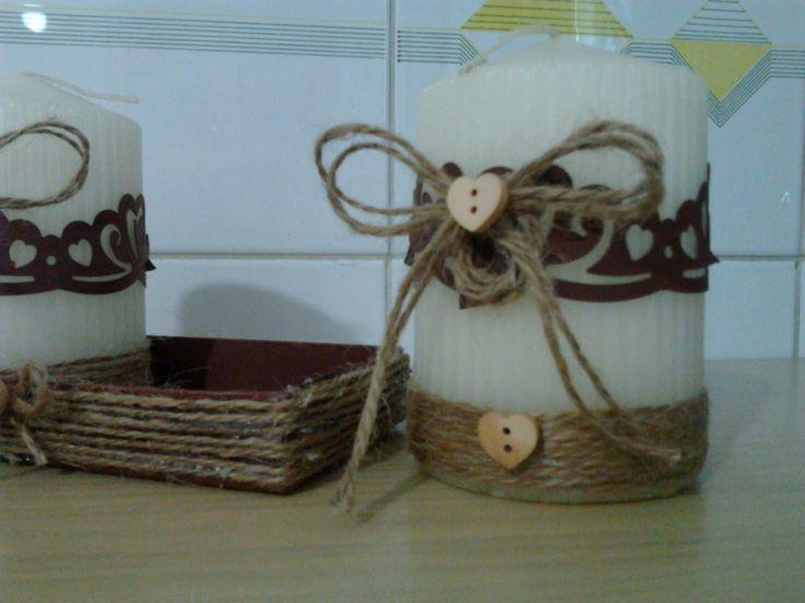 decorato con spago e bottoncinin