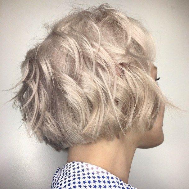 Wavy layered haircut