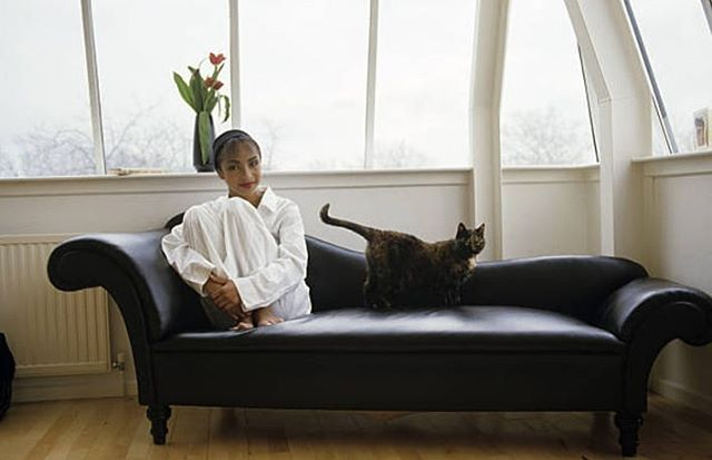 Fantastic Sunday Mood Sade And Her Cat Minimal Sustainable Download Free Architecture Designs Scobabritishbridgeorg