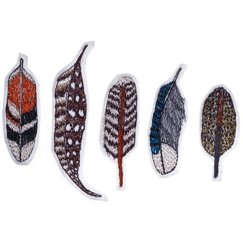 stitched feather pins // plumas bordadas broche