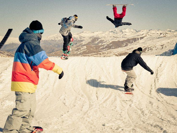Jump snowboarding