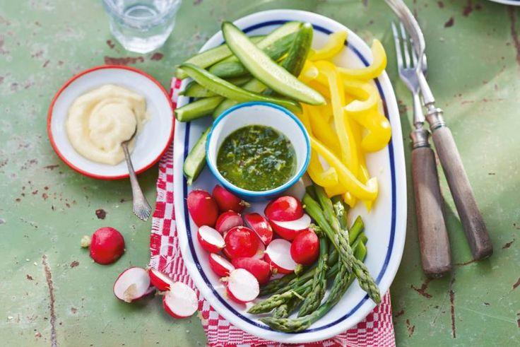 Rauwkost met knoflookmayonaise en een dip van groene kruiden - Recept - Allerhande