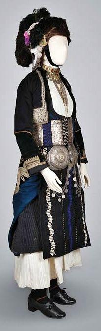 Traditional bridal/festive costume from Gidas/Alexandria (Imathia, Greek Macedonia). Early 20th century.