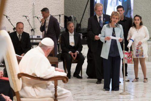 Ce jeudi 18 mai, 1700 malades, familles, responsables ou membres d'associations du monde entier ont été reçus par le pape François en salle Paul VI, au Vatican. Le Saint-Père a appelé à ne plus mettre à l'écart ou cacher ceux qui souffrent de cette grave affection, devenant ainsi le premier leader m