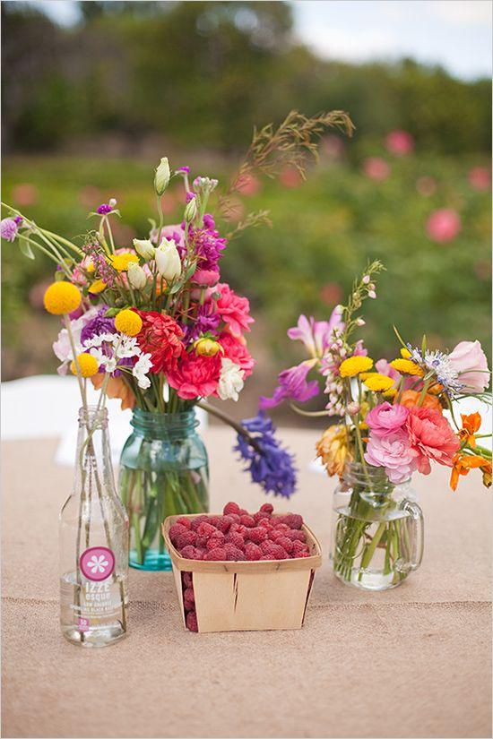 Pickinick mit Blumen in kleinen Vasen und leckeren Himbeeren <3 #tollwasblumenmachen #flower