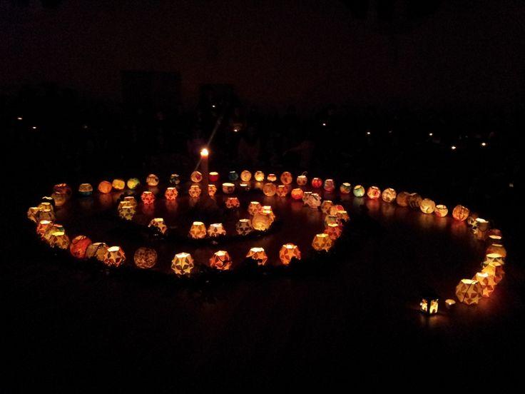 Espiral de lanternas no Festival de Inverno desse ano na escola onde fiz meu curso de Pedagogia Waldorf. Fui lá matar saudades <3