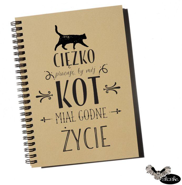 Ciężko pracuję, by mój kot miał godne życie z grafiką kota, notatnik A5 z ekologicznego, 80 gładkich kartek papieru