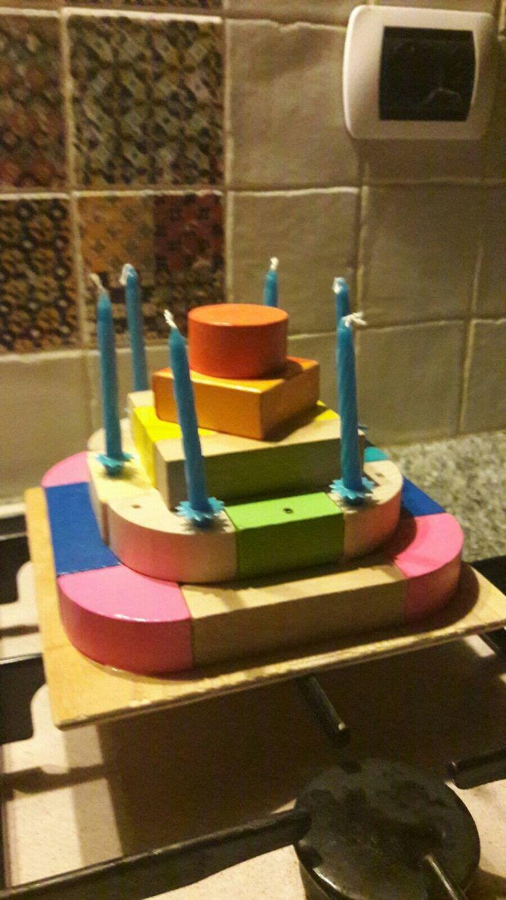 Compleanno di Gianmaria a scuola con torta di legno costruita a casa da Lore Anna Paola e Ema
