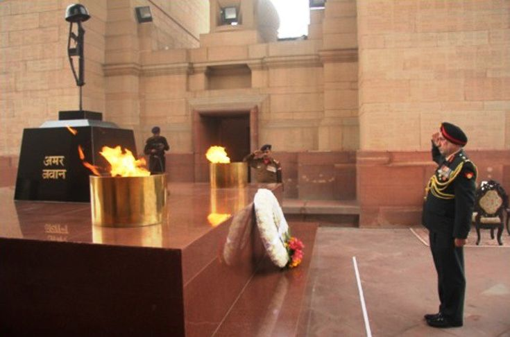 Lieutenant General PS Jaggi assumed the appointment of Director General of the Corps of Army Air Defence and ushered in the NEW YEAR by paying homage to the Martyrs at Amar Jawan Jyoti on 1 January 2018. #http://IndianArmypic.twitter.com/OwhRprON2o #IndianArmy #Army