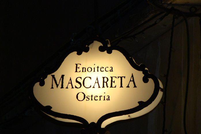 L'insegna del locale storico La Mascareta