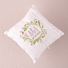 "Natural Charm ""Simply Sweet"" Personalized Ring Pillow $44.98 CAD // 15 thread colors to choose from // Buy online here www.mariagemontreal.com // #weddingmtl #mariagemtl #rustic"