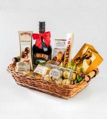 Canasta navideña con Baelys y chocolates http://azapregalos.com/ocasiones/regalos-de-navidad/canastas-navidenas