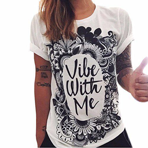 """Camiseta hipster para mujer de manga corta en color blanco y negro con mensaje impreso """"Vibe with me"""" y enmarcado con un diseño vintage."""
