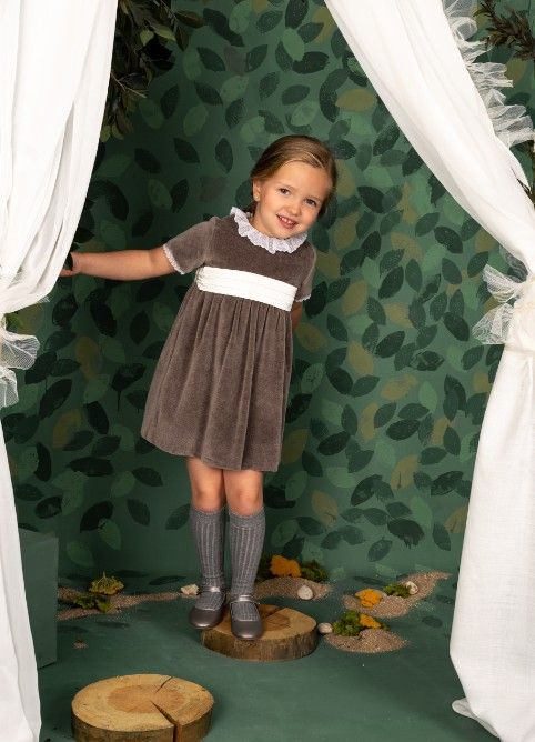 1c42422ae9 Twin Chic - Look Book Otoño Invierno 2018 - Vestido niña terciopelo ...