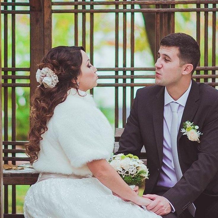 Цветочный аксессуар в волосы. 2цветочныных зажима с розами из люкслвого атласа можно выложить в композицию для любой прически.  Возможно изготовление в любом цвете. К цветам в волосы можно изготовить бутоньерки, свадебный пояс, корсажи для подружек невесты.#шовковаквітка #shovkovakvitka #etsy #etsyseller #weddingaccessories #bridalaccessories #bridalhairflower #weddinghairpiece #flowerhairclip #flowerhairpiece #hairflower #weddingfashion #bridalfashion #exclusive #hairaccessories…
