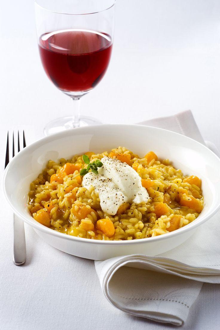 Prova con Sale&Pepe la facile ricetta di questo risotto con zucca gialla e ricotta.