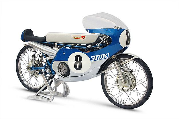This amazing RK67 was the last of the purebred 50cc Suzuki racebikes built in 1967. And it's a technological as well as aesthetic masterpiece: the engine was tuned to an extraordinary 350hp per liter.