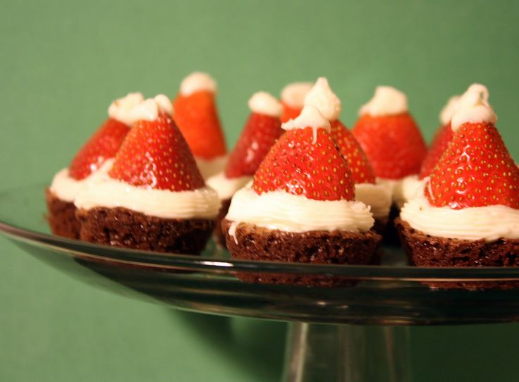 Cute Christmas idea - brownie mix in mini muffin tins - strawberries and piped white chocolate.