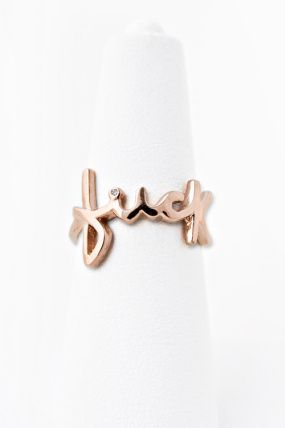 Me and @Colleen Riley need these to be our friendship rings :)