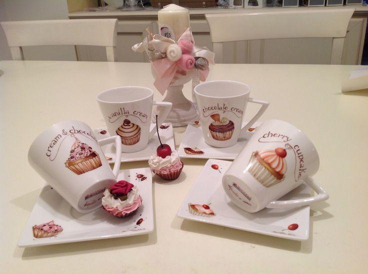 Tazze the o cioccolata con cup cake