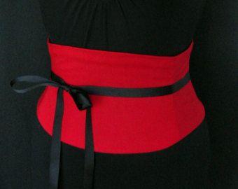 Artículos similares a Cinturón de cuero negro rojo corsé Overbust DANITA en Etsy