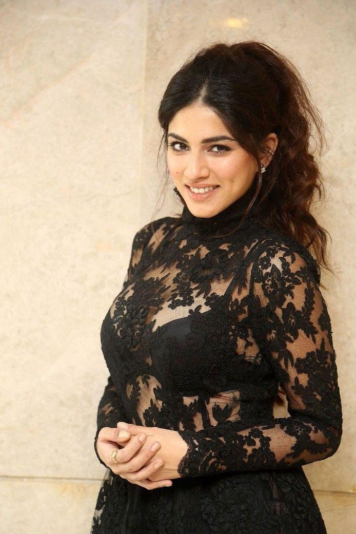 Sapna Pabbi Hot Photos At Tholi Prema Movie Success Meet (9)