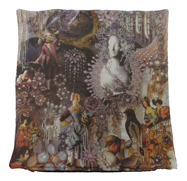 Puden er håndlavet i Spanien og viser en del af den berømte historie Snedronningen af HC Andersen #snedronningen #hcandersen #pude #kunst #eventyr #håndlavet #butik #købe #pudesalg #digitalttrykt #hjemdesign #trykt #indretning #interiørdesign #luksus #historie #tilseng