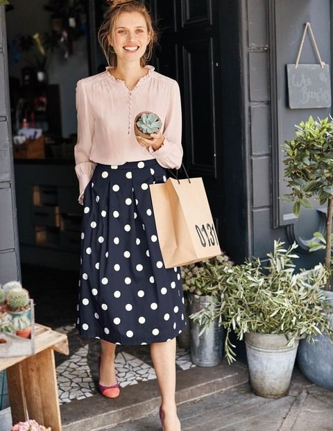 Dress it up or down: either way, you'll look elegant in this playful skirt. The ultra-feminine shape nips in at the waist before flaring out in a swooshable A-line. It's fully lined too – so it feels as good on the inside as it looks on the outside.