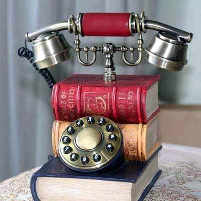 Libri antichi online - Studio bibliografico Apuleio   - If I ever can afford to have a library (HEY! Miracles DO happen sometimes!) I want this to be the phone I have in there ^_^